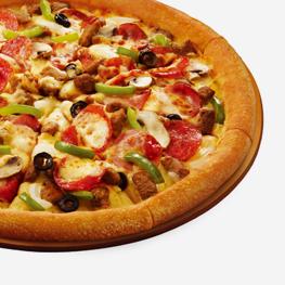 <p>尽集经典腊肉肠、意式香肠、火腿和洋葱、蘑菇、青椒、黑橄榄,层层美味无限诱动您的每个味蕾尽情绽放。</p>